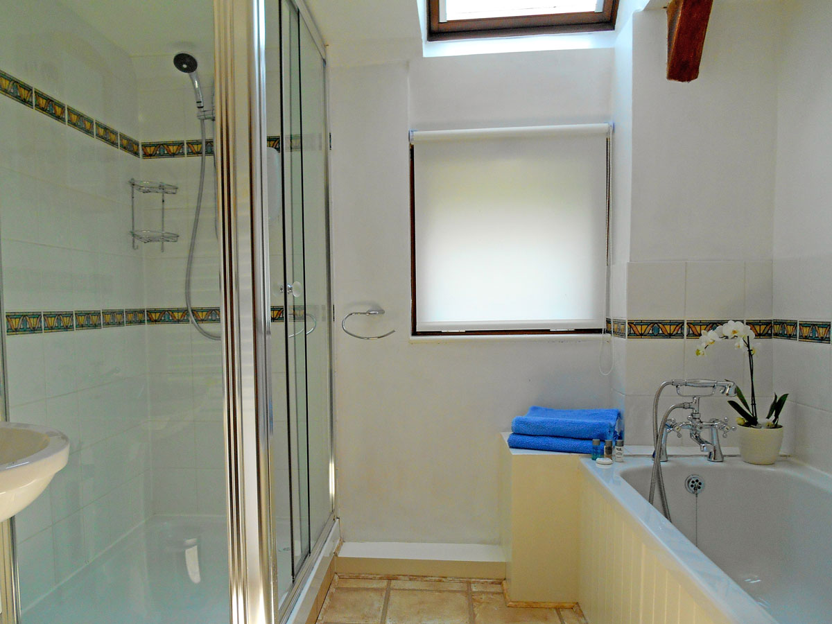 Drakes self catering holiday cottage in devon for Drakes bathrooms