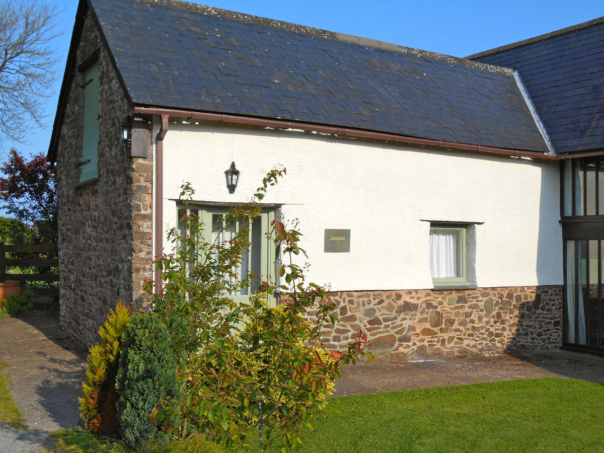 Jonquil Holiday Cottage Outside View