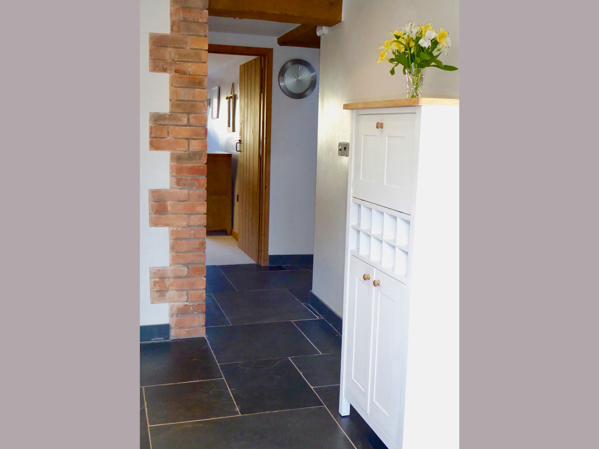 orchard-cottage-hallway-self-catering-luxury